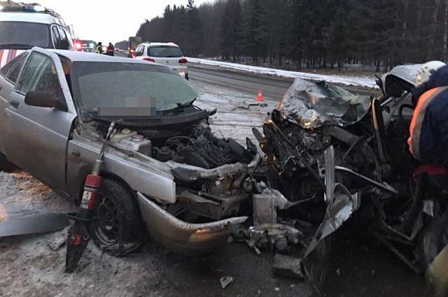 ВБашкирии буксируемый автомобиль вылетел навстречную полосу, один погибший