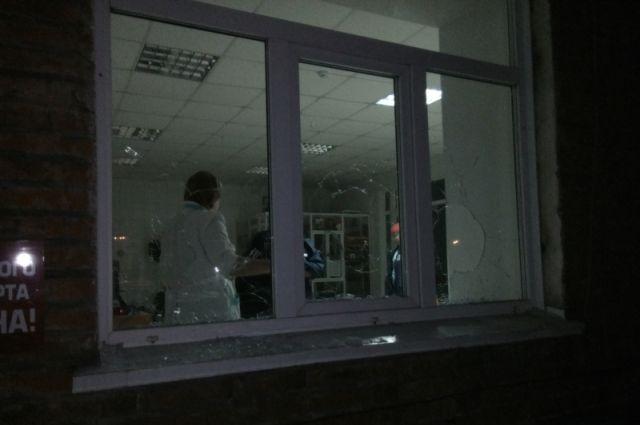 В Кемеровской области местный житель разбил в больнице 10 окон.