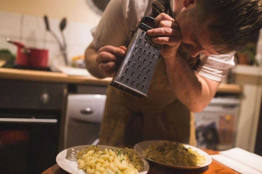 Благодарности в последний вечер Убо принимал не только за свою выходку, позволившую показать необъективность сайтов отзывов, но и как шеф-повар, ведь все эти нехитрые угощения готовил и он сам и его друзья.