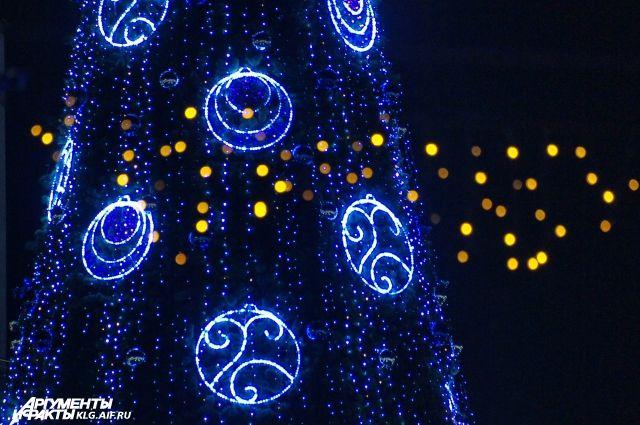 В Нижнем Новгороде начали устанавливать главную городскую елку.