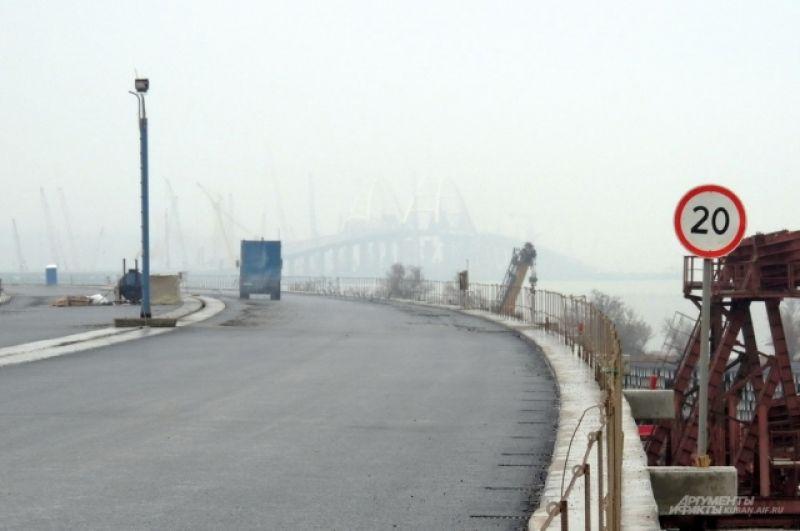 Быстрее 20 километров в час по мосту пока ездить нельзя.