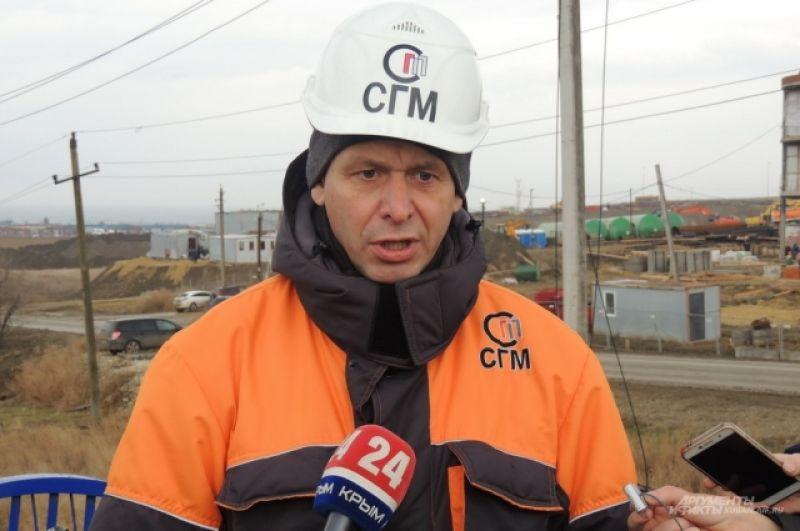 Директор по строительству транспортного перехода через Керченский пролив компании «Стройгазмонтаж» Леонид Рыженькин дает интервью журналистам.