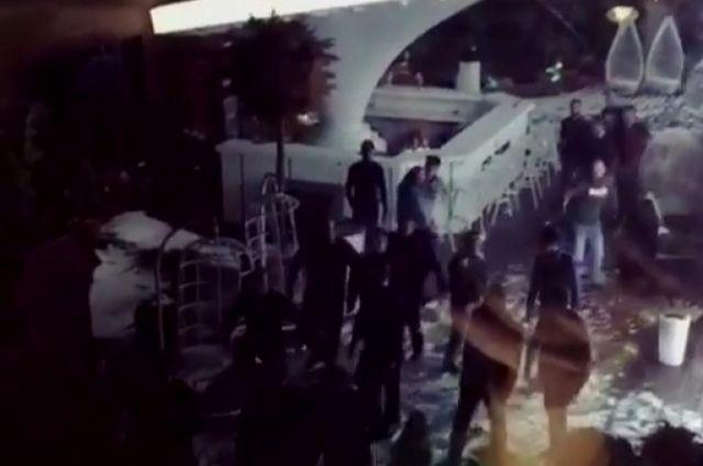 Драку сострельбой уночного клуба вПятигорске сняли свидетели