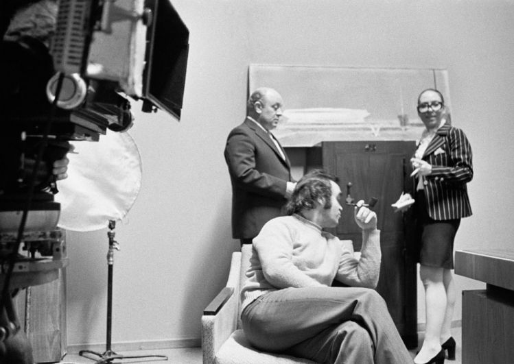 Леонид Броневой, Инна Чурикова и Глеб Панфилов насъемках фильма «Прошу слова». 1975 г.