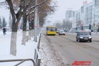 Цена на бензин АИ-95 и выше за год увеличилась на 2 рубля и 14 копеек за литр.