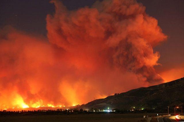 Масштабные пожары в Калифорнии: эвакуированы свыше 200 тысяч человек