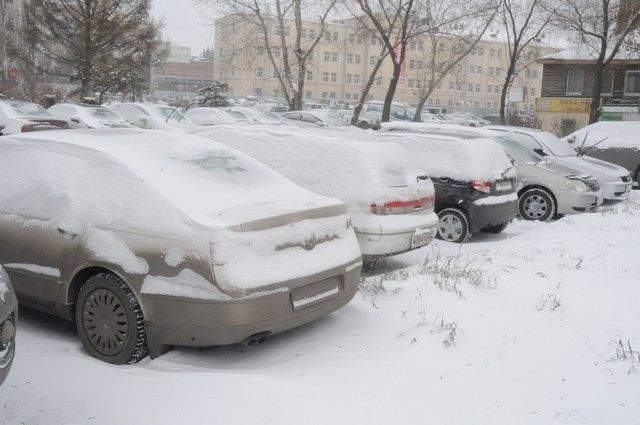 Омск завалило снегом.