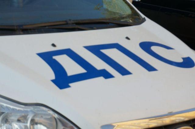 В Тюмени на улице Камчатской произошло ДТП: машина перевернулась
