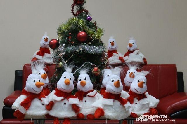 А в такие мешки-снеговики можно упаковать новогодние подарки.