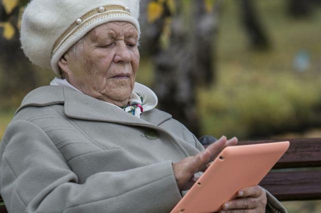 Тюменских бабушек и дедушек научат пользоваться смартфонами и планшетами