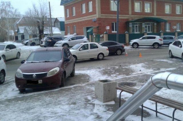 ВОренбурге 10-летний школьник угодил под колеса машины