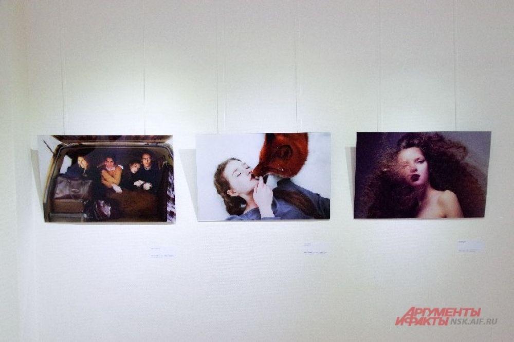 Все 300 работ представлены на выставке в Новосибирске.