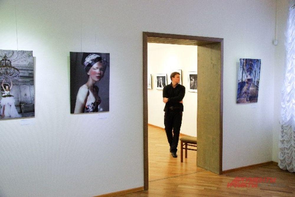 Среди авторов фотографий можно встретить и новосибирцев: Сергея Мордвинова, Андрея Шапрана, Олега Кугаева и другие.