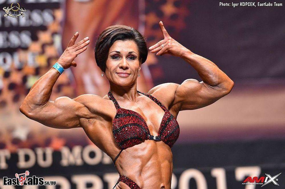 Наталья Быстрова родилась в Казани, работает персональным тренером по фитнесу.
