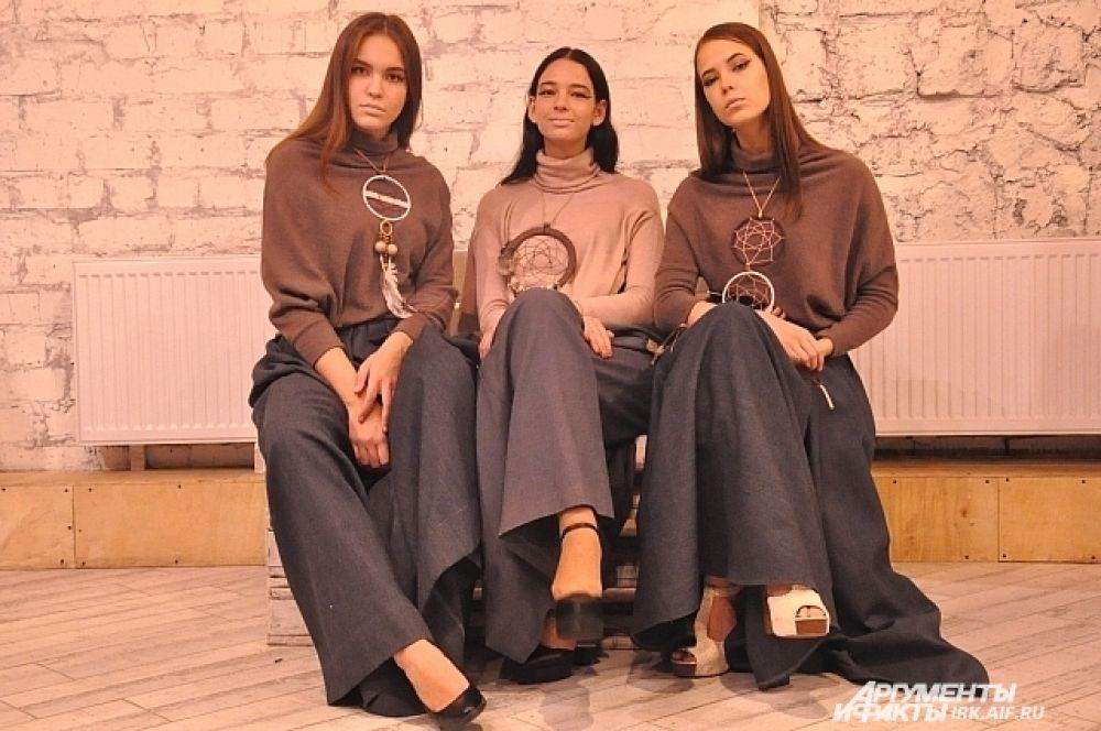 Модели в нарядах из коллекции читинского дизайнера Марии Климовой «Хранительница Снов»