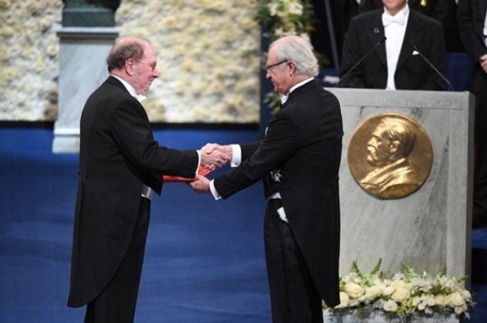 Джефри Холл получает Нобелевскую премию 2017 года