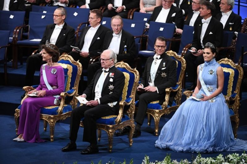 Шведская королевская семья на церемонии награждения Нобелевской премии 2017