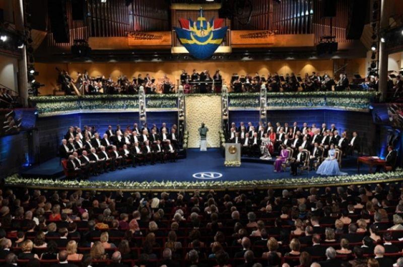 Сцена Стокгольмской ратуши во время концерта после вручения премии.
