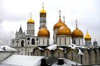 Успенский собор и колокольня Ивана Великого в Московском Кремле.