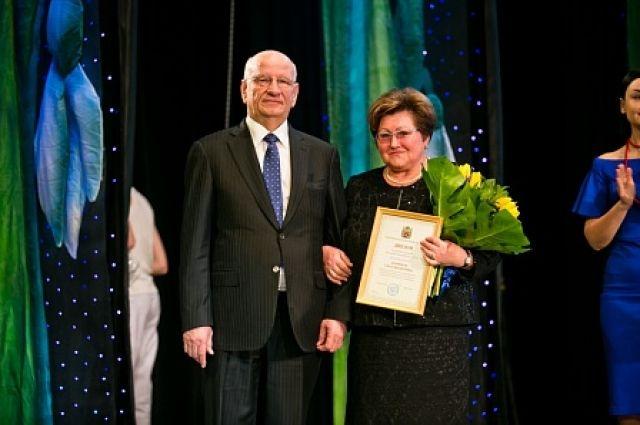 В Оренбурге продолжается прием заявок на конкурс «Женщина года».