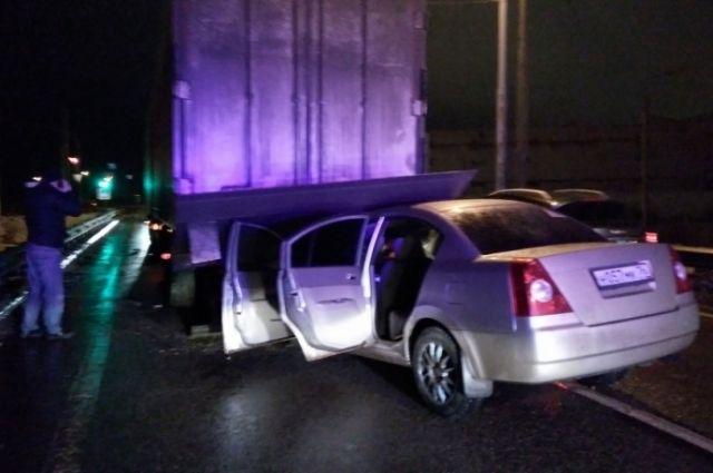 ВЯрославской области «легковушка» врезалась в фургон