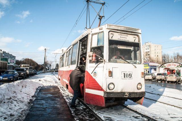 ВОмске намаршрут вышел трамвай, отремонтированный за4 млн руб.