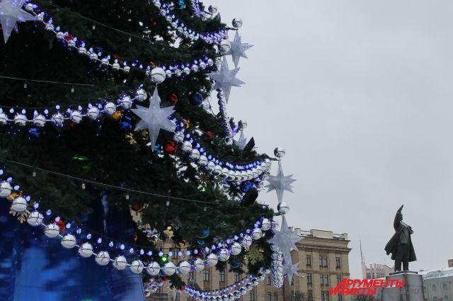 Сопровождать детей на елку будут медработник. полицейский и педагоги