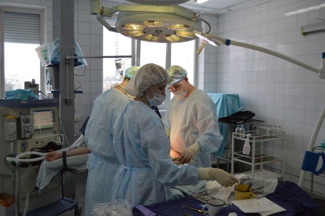 У девочки увеличился отёк мозга и врачи решили провести операцию.