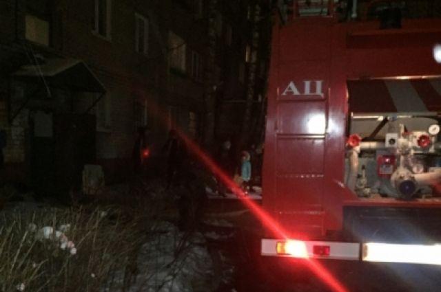 В Муравленко горел жилой двухэтажный дом