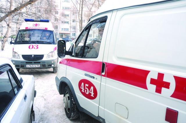 Врачи скорой медицинской помощи доставили пострадавших в больницу.
