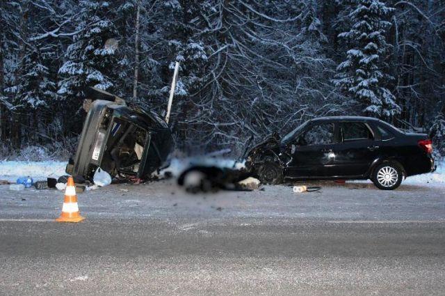 Пострадавшие водители госпитализированы с травмами разной степени тяжести.