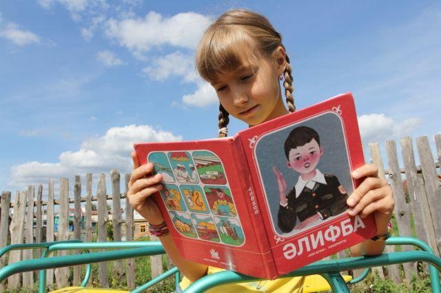 Национальные языки все еще преподают в оренбургских школах, но дальше семей они не распространяются.