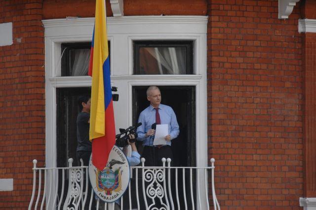 Эквадор объявил оготовности предоставлять убежище Ассанжу, пока его права под угрозой