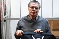 Водитель Улюкаева уверял всуде, что тот положил вбагажник машины большой кожаный портфель весом 14-20кг. Экс-министр настаивает: нибольших портфелей сденьгами небыло.