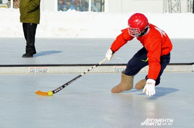 Красноярцы смогут сыграть в хоккей в валенках.