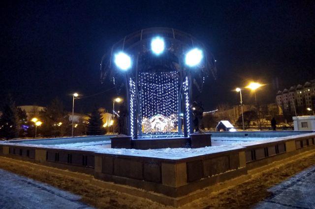 Тюмень украшают к новогоднему празднику, устанавливают новые арт-объекты