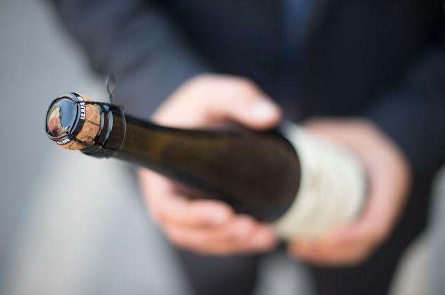 Пскович украл из магазина шампанское и продукты | Люди | ОБЩЕСТВО | АиФ  Псков