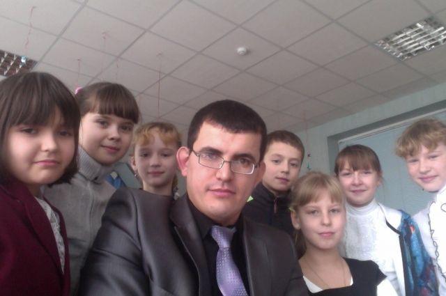Если преподносить привычные вещи в нестандартной форме, ученики сплотятся вокруг своего учителя, считает Сергей.