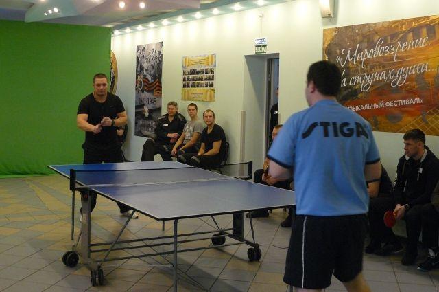 Настольный теннис - один из популярных видов спорта среди осужденных.