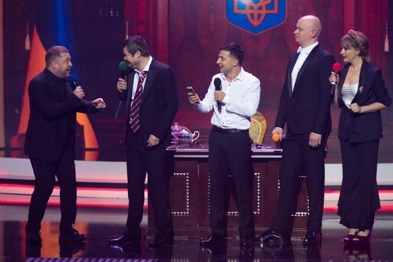 В одной из юмористических сценок актеры студии «Квартал 95» показали, как празднуют Новый год политики.