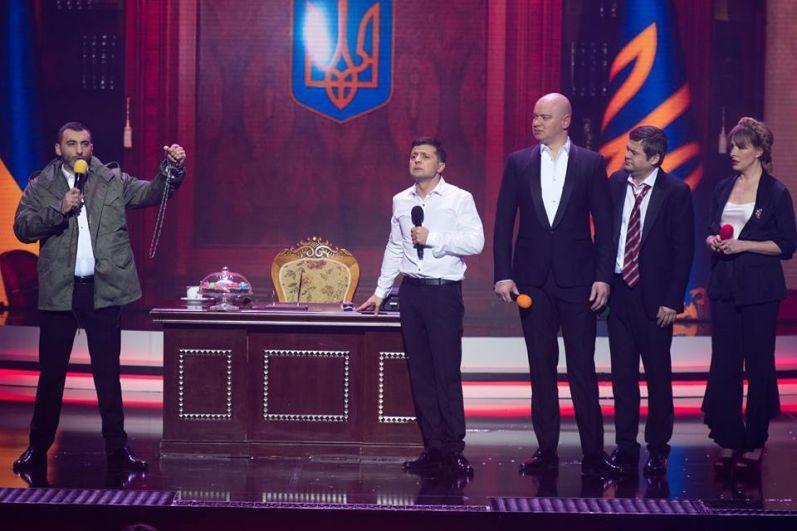 Особый ажиотаж среди зрителей вызвало выступление вокально-инструментального ансамбля «Трио Квартет», в котором «квартальцы» исполнили композицию «Ніч яка місячна».