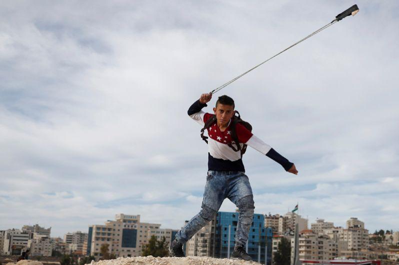Столкновения палестинцев с израильскими войсками недалеко от еврейского поселения Бейт-Эль к северу от Иерусалима.