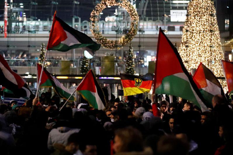 Акция против признания Иерусалима столицей Израиля в Берлине, Германия.
