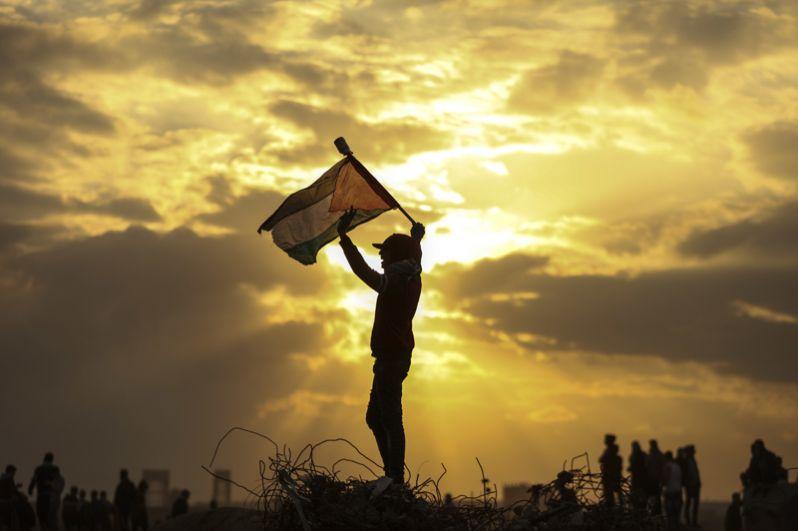 Столкновения палестинцев с израильскими военными возле границы между Израилем и сектором Газа.