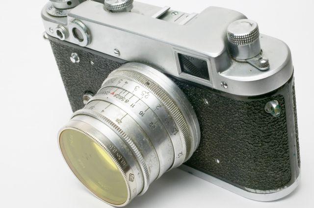 Убрянской автоледи украли измашины фотоаппарат за 20 тысяч руб.