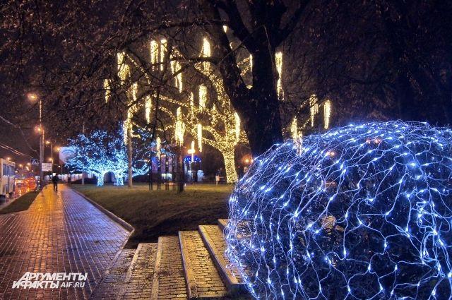 Мэрия Калининграда раздаст 220 тысяч рублей за лучшее новогоднее украшение.