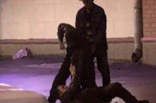 Юношу жестоко избили двое взрослых мужчин.