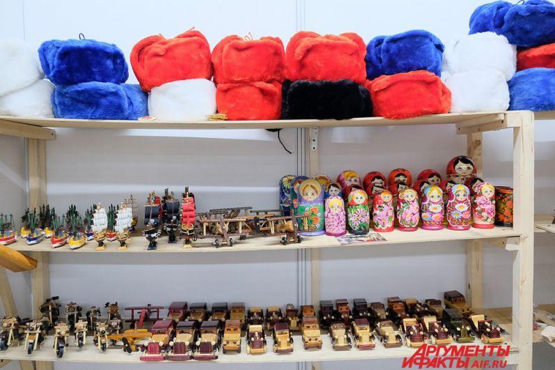 На выставке-продаже каждый сможет выбрать для себя и родных новогодние подарки.