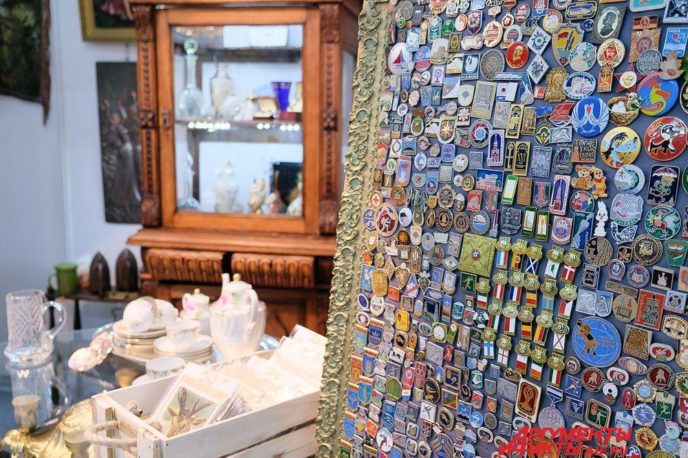 Также на выставке-ярмарке в антикварных лавках продаются старинные вещи.