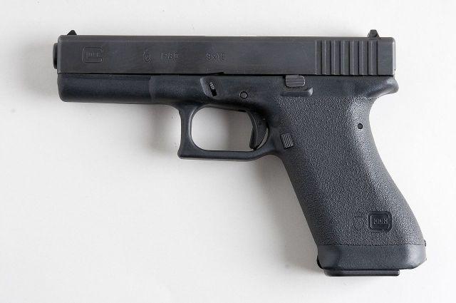 Работники «Почты России» обнаружили водной изпосылок пистолет